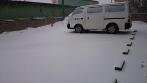 裏の駐車場:積雪